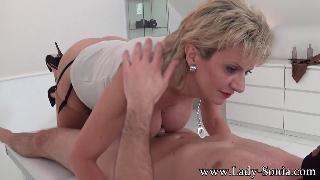 Зрелая массажистка Lady Sonia