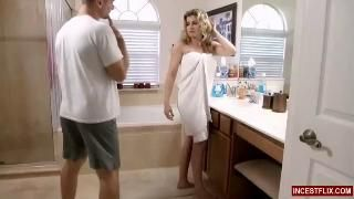 Cory Chase трахается с сыном в ванной комнате